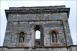 Statues survive the destruction