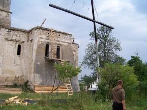 crane raising materials to roof