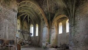 4 interior showing sanctuary and right side /  Wnętrze kościoła