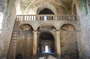 main entrance and choir loft /  Widok na chór